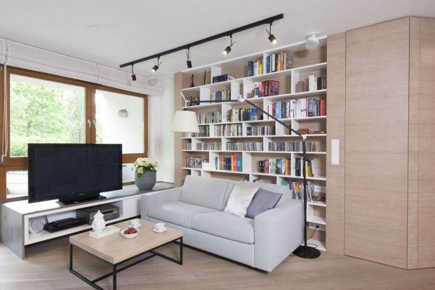 Jak ustawić książki w salonie? Jak zaplanować domową biblioteczkę? Zobaczcie kilka fajnych pomysłów.