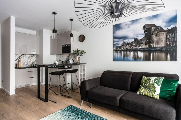 Mały salon można urządzić modnie. Zobaczcie 20 świetnych pomysłów z polskich domów.