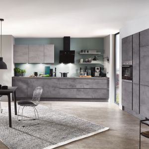 Szara kuchnia z frontami imitującymi beton. Fot. Verle Kuchen