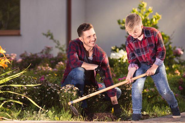 Jesień to dobry czas na przeprowadzenie prac porządkowych w ogrodzie i przygotowanie zielonej przestrzeni do nadchodzącej zimy. Z dobrymi akcesoriami praca w ogrodzie może być prawdziwą przyjemnością!