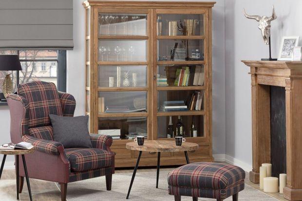 Jak urządzić przytulny salon na jesień? Z pomocą przyjdzie modna kratka.