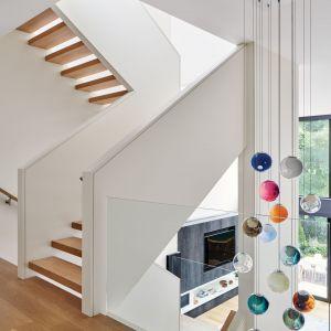 Piękne dębowe schody. Projekt: Taylor Smyth Architects. Zdjęcia: Doublespace Photography