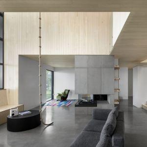 Dom zaprojektowany dla dwóch braci i ich przyjaciół. Projekt: Atelier Schwimmer. Zdjęcia: Adrien Williams
