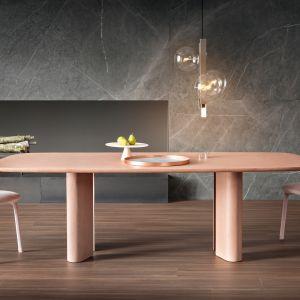 Stół Geometric Table autorstwa Alaina Gillesa czerpie inspirację ze świata geometrii. Fot. Bonaldo