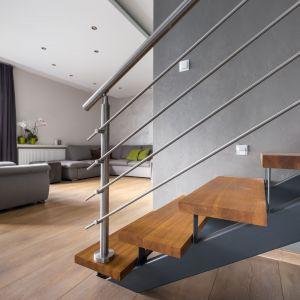 Niezależnie od rodzaju wykończenia – schody posiadają trudno dostępne zakamarki. Dlatego tak istotna jest ich precyzyjna konserwacja. Fot. JAF Polska