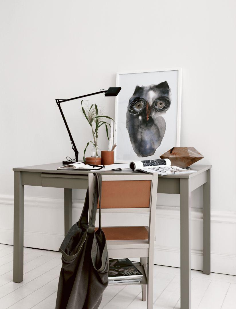 Stolik pokryty emalią w odcieniu Light Grey nabierze zupełnie nowego, modnego obecnie charakteru i dzięki temu zyska drugie życie. Fot. Beckers