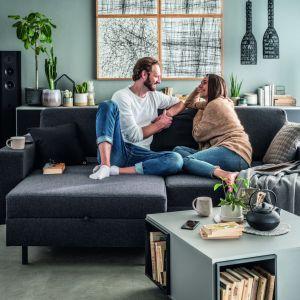 Sofa do salonu z kolekcji Slide dostępna w ofercie firmy Vox. Fot. Vox
