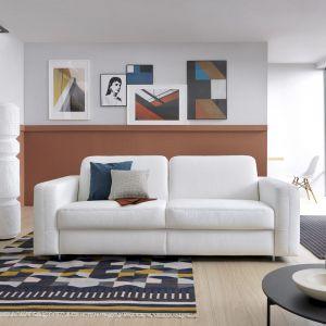 Sofa do salonu z kolekcji Sora dostępna w ofercie firmy Gala Collezion. Fot. Gala Collezione