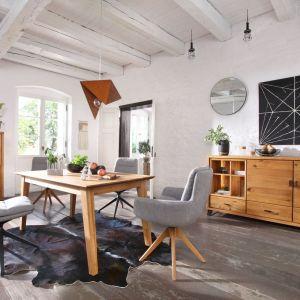 Stół z kolekcji Life, dostępny w wersji rozkładanej lub nierozkładanej, wykonany w całości z drewna dębowego. Producent: Meble Matkowski