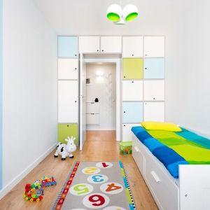 Pokój dziecka ze ścianą pomalowaną farbą tablicową. Projekt: Krystyna Dziewanowska, zdjęcia Mateusz Torbus/7TH IDEA