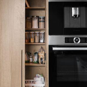 Każdy szczegół kuchni został dopracowany. Projekt: Marta i Michał Raca, pracownia Raca Architekci. Zdjęcia: Fotomohito