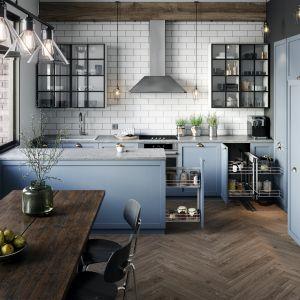 Do kuchni chętnie wybieramy również, poza bielą, szarości – od delikatnych popieli, po głęboki antracyt i grafit. Fot. Rejs