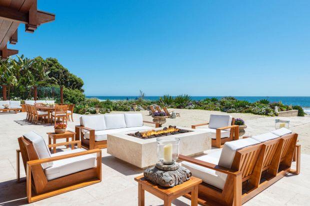 Filmowy James Bond także w prawdziwym życiu nie stroni od luksusu i elegancji. Obok tej plażowej rezydencji w Malibu trudno przejść obojętnie. Zapraszamy do zajrzenia do ekskluzywnego domu Pierce'a Brosnana!