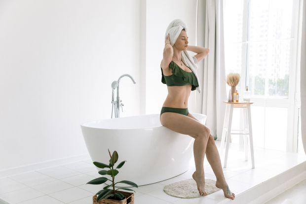 Jak kąpiel może pomóc w zmniejszeniu stresu? Jak po kąpieli czuć się dobrze? Radzą eksperci i podpowiadają na co zwrócić uwagę podczas codziennych kąpieli w wannie i pod prysznicem.