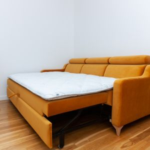 Jakość snu na kanapie skutecznie poprawi topper, czyli cienki materac nawierzchniowy. Fot. MP Nidzica