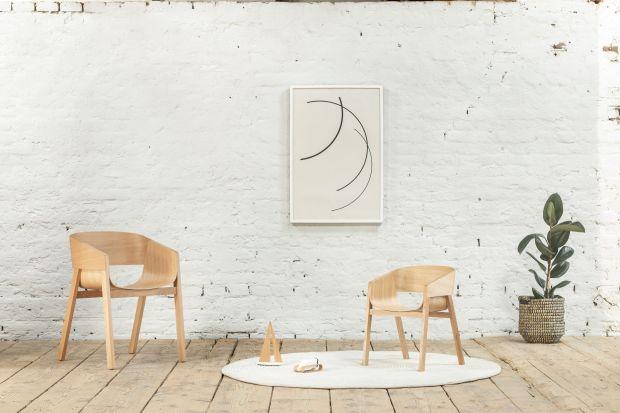 Popularny fotel Meranopojawił się w sprzedaży 10 lat temu.Z tej okazji marka Ton wyprodukowała limitowaną edycję 30 sztuk w zmniejszonej wersji.