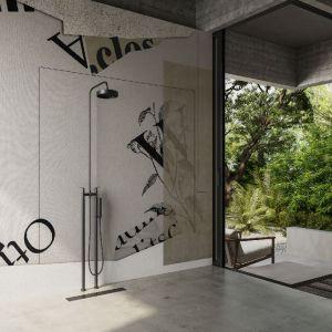 Ściany w łazience zdobi wzór Phiol z kolekcji GlamFusion. Fot. Glamora/Dekorian Home