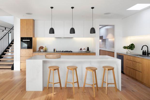 Jak stworzyć miejsce do pracy w kuchni? O czym pamiętać planując domowe biuro? Mam dla was kilka praktycznych wskazów. Przeczytajcie je koniecznie, jeśli pracujecie zdalnie.