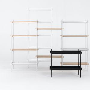 Regał Bamba zaprojektował Michał Załuski ze studia Mleko Living. Każdy ze składowych elementów regału wykonany został z materiałów poddających się recyklingowi. Fot. Nobonobo