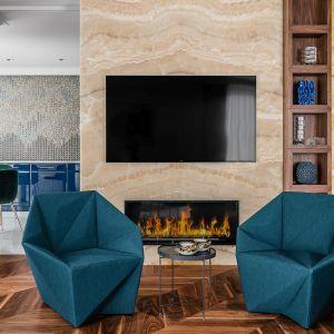 Ścianę za telewizorem zdobi naturalny kamień. Projekt Safranow. Foto. Fotomohito