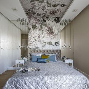 Bardzo ciekawy pomysł na luksusową ścianę w sypialni. Projekt: Tissu Architecture. Fot. Yassen Hristov