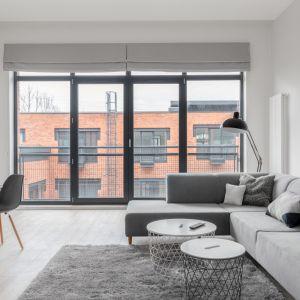 Okna od południa świetnie sprawdzą się w przypadku pomieszczeń o dużej powierzchni, na przykład otwartych salonów czy jadalni. Fot. Saint-Gobain