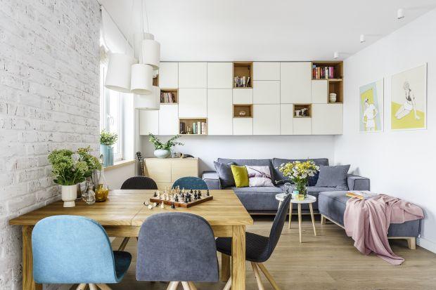 Jaką kanapę wybrać do salonu? Kiedy lepiej się sprawdzi sofa, a kiedy narożnik? Zobaczcie pomysły z polskich mieszkań i znajdźcie swoją inspirację!