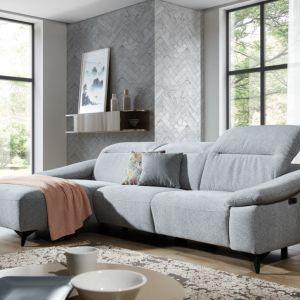 Sofa Gappa ma prosty, ładny kształt, a metalowe nóżki dodają jej lekkości. Fot. Stagra Meble