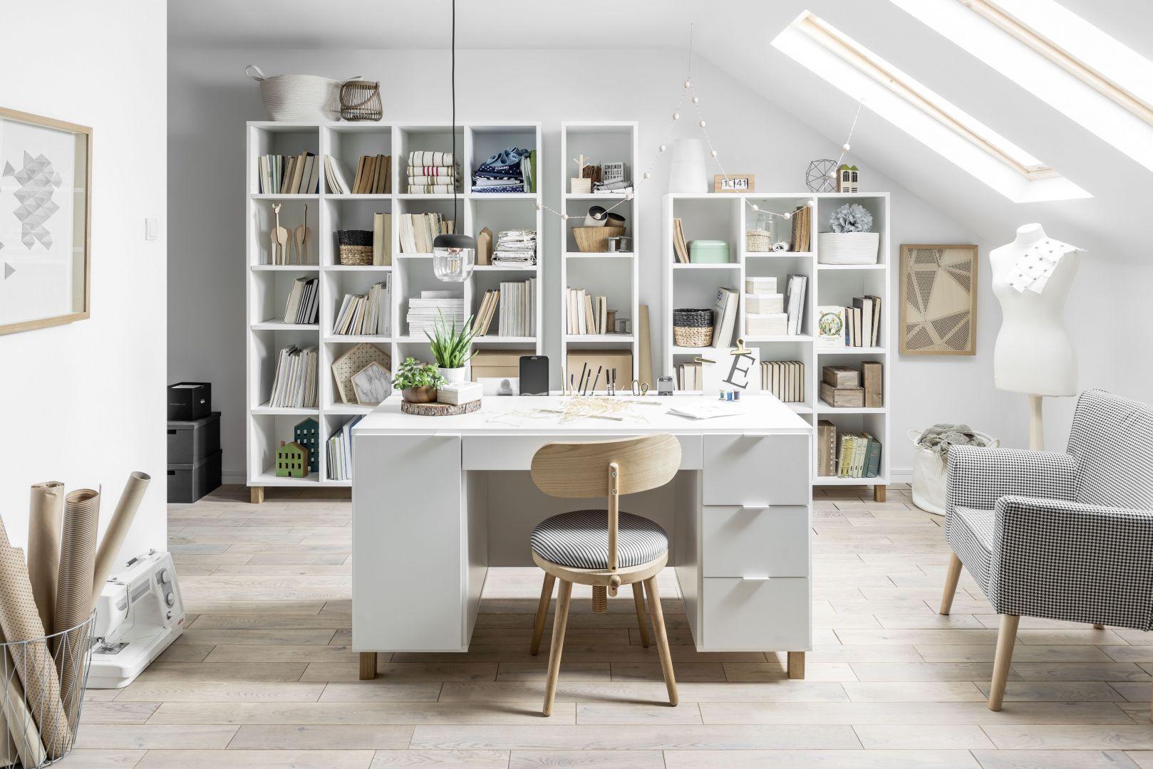 Meble do domowego gabinetu z kolekcjo Simple marki Vox. Fot. Galeria Wnętrz Domar