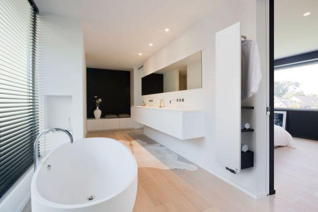 Kluczem do zapewnienia optymalnej temperatury w łazience jest dobór grzejnika, który oprócz odpowiedniej mocy cieplnej, zapewni nam również miejsce do przechowywania, czy suszenia ręczników.