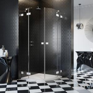 Kupując kabinę prysznicową nie można zapomnieć o brodziku. Model płytki może być zlicowany z poziomem podłogi lub delikatnie nad nią wystawać, głęboki natomiast, jeśli ma wysokość około 50 cm spełni rolę małej wanny. Fot. Radaway
