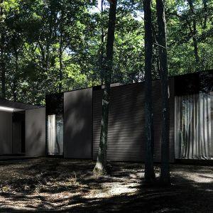 Układ wewnętrzny został zaprojektowany w prosty, schematyczny sposób z podziałem na trzy strefy – dzienną, nocną oraz techniczną. Fot. REFORM Architekt