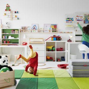 Miłe dla oka oświetlenie, wygodne, wielofunkcyjne meble czy kącik z zielonymi roślinami – każdy znajdzie coś dla siebie. Fot. IKEA
