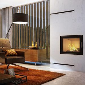 Przepiękna wizja ognia z trójstronnego paleniska w nowoczesnej, minimalistycznej zabudowie nada elegancji każdej aranżacji i stanie się sercem każdej przestrzeni. Fot. Kratki