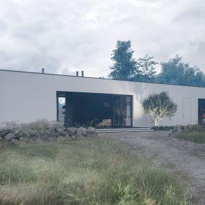 Projekt HomeKONCEPT 86 to nowoczesny dom z wyjątkowym klimatem o powierzchni użytkowej 42,3 m2. Projekt: pracownia HomeKONCEPT