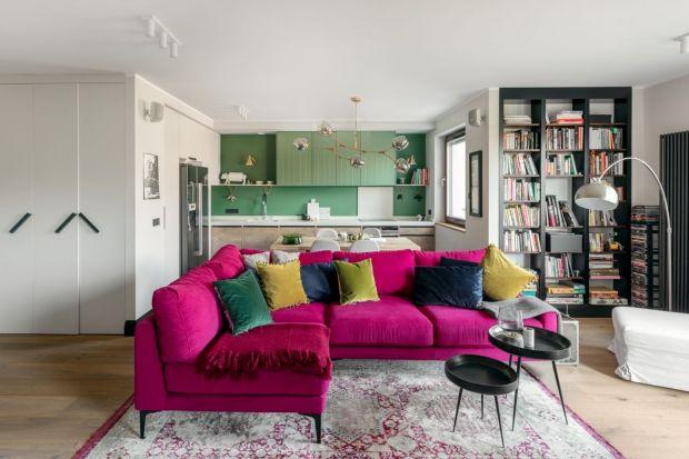 Kolorowe poduszki, zasłony, czy dywany ożywią każde wnętrze. Zobaczcie jak prezentują się w salonie.