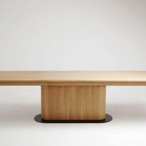 Stół z kolekcji TUO. Fot. Studio Rygalik