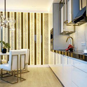 Mieszkanie, choć zupełnie nowe, wymagało zmiany układu ścian i instalacji, a także skucia istniejących łazienek. Projekt: MIKOŁAJSKAstudio. Fot. Krystyna Mikołajska