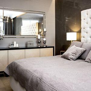 Część prywatna mieści wygodną sypialnię masterbedroom połączoną z łazienką, a także dwa dwuosobowe pokoje dla dzieci lub gości i łazienkę. Projekt: MIKOŁAJSKAstudio. Fot. Krystyna Mikołajska