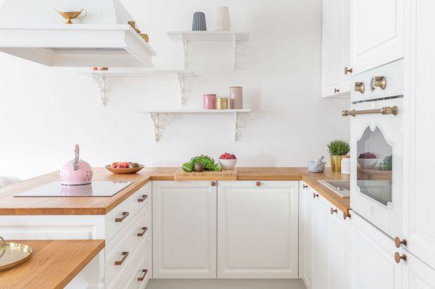 Kuchnia to pomieszczenie, gdzie projektowe niedociągnięcia i niewykorzystane przestrzenie przypomną o sobie co najmniej kilka razy dziennie. Błędy projektowe dokuczą nam zwłaszcza, gdy kuchnia jest niewielka. Jak zaprojektować małą kuchnię? Prz