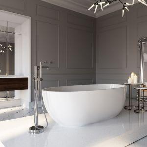 W dużych salonach kąpielowych warto zainwestować w podłogową baterię wannową. Efekt Wow! gwarantowany. Fot. Ferro