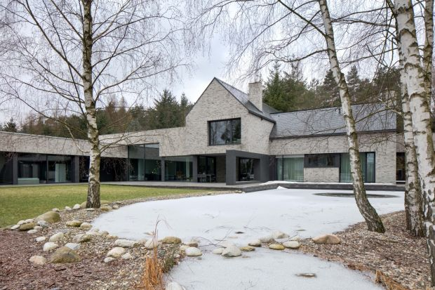 Dla tego domu inspiracją był nieustający kontakt z naturą. Zobaczcie projektRE:Horizontal House, za którym stoi architekt Marcin Tomaszewski z pracowni REFORM.
