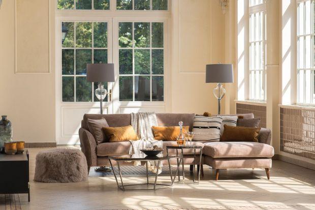 Do salonu możecie wybrać lampy podłogowe, stołowe, ale też kinkiety czy żyrandole. Spełnią one funkcję praktyczną i dekoracyjną – dzieląc przestrzeń i stanowiąc jejświetną ozdobę.
