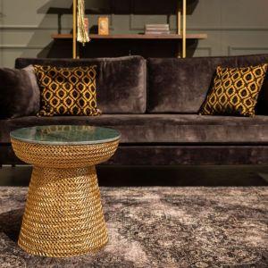 Jeśli chodzi o tapicerowane meble, to wyraźnie widać ich powinowactwo z designem z lat 50., 60. I 70.  Fot. Dutchbone BM Housing