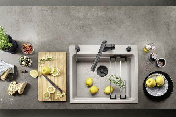 Niewielkie kuchnie wymagają przemyślanych decyzji podczas rozplanowania powierzchni, wyboru funkcjonalnej zabudowy kuchennej oraz niezbędnych sprzętów. Do nieco mniejszych kuchni warto więc wybrać zlewozmywaki jednokomorowe.