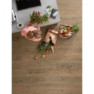 Biopodłogi Purline wineo 1000 są niezwykle ciche, ciepłe w dotyku i łatwe do utrzymania w czystości, a dodatkowo bezpieczne dla domowników. Dzięki właściwościom antypoślizgowym można montować je w każdym pomieszczeniu, również w łazienkach, kuchniach i pokojach dziecięcych. Fot. wineo