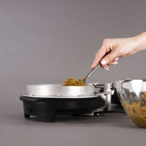The_peel Project, autorska metoda przetwarzania niejadalnych części warzyw i owoców na przedmioty użytku codziennego. Autorka projektu: Marcelina Komar. Fot. mat. prasowe School of Form