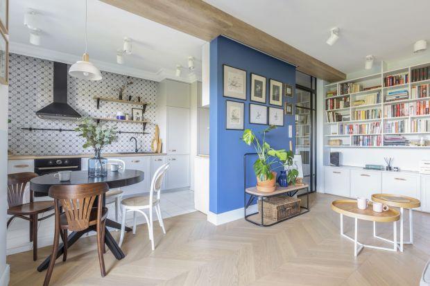 Jak stworzyć mieszkanie, w którym od razu czujesz się jak w domu? Przepis jest prosty: nuta Prowansji, szczypta Portugalii i koniecznie stary odrestaurowany kredens. Autorami tej smacznej mieszanki są architekci z Tworzywo studio.
