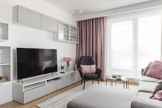 Co dać na ściany w salonie, jakie wybrać meble? Lepiej sprawdzi się sofa czy narożnik? Zobaczcie naszą galerię 12 inspiracji z pięknych i modnych pokojów dziennych. Może znajdziecie swój wymarzony salon?
