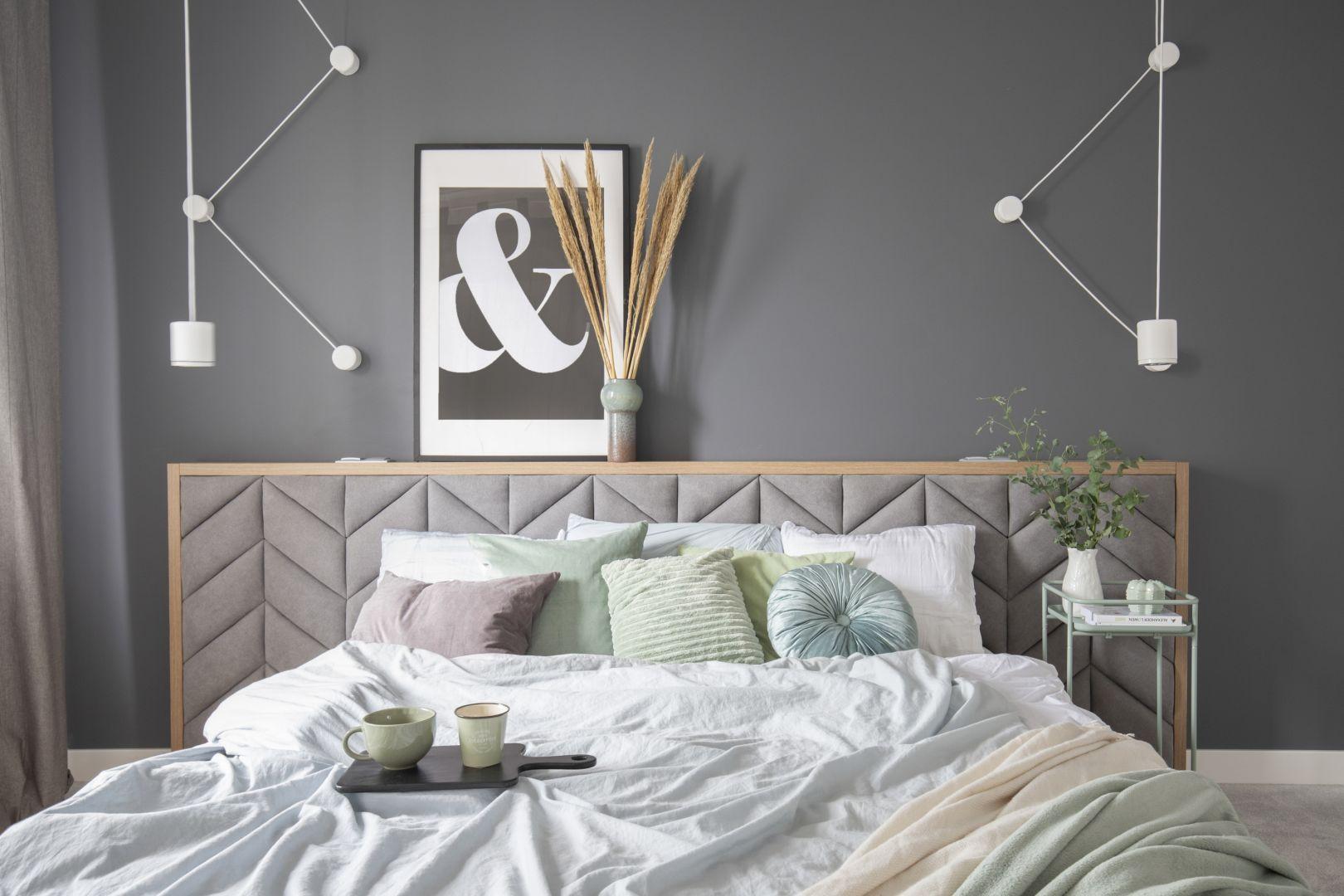 Szara sypialnia - pomysł na aranżację wnętrza. Projekt: Zu Projektuje. Fot. Pion Poziom